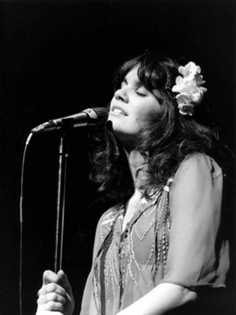 Linda Ronstadt in concert